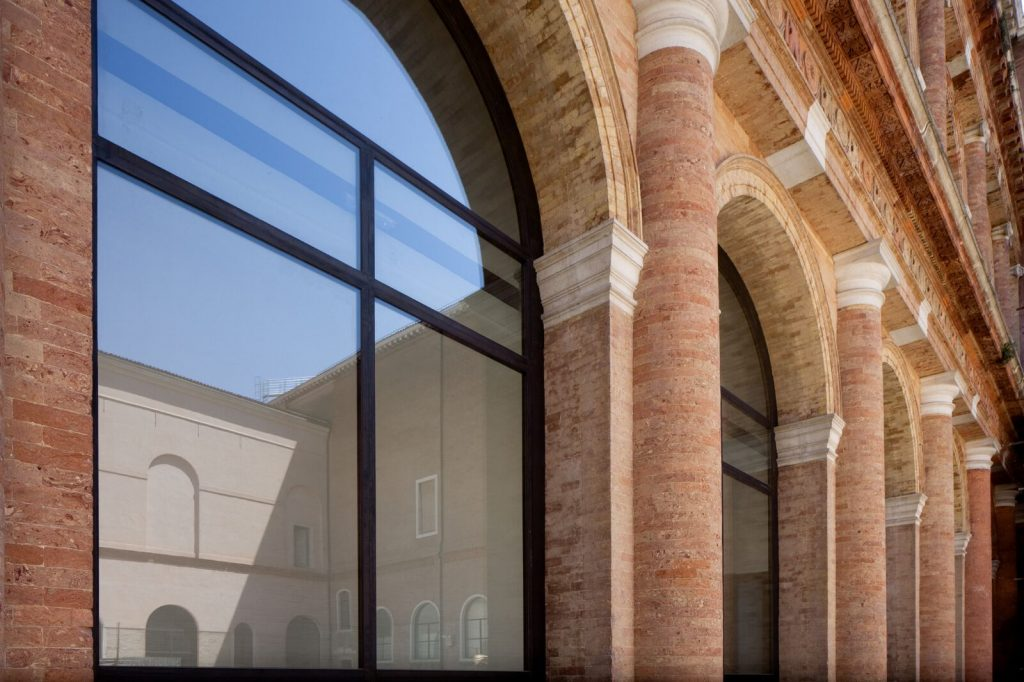 Minimal frame thermally broken burnished brass windows by Brombal were chosen for the restoration of Gallerie Dell'accademia