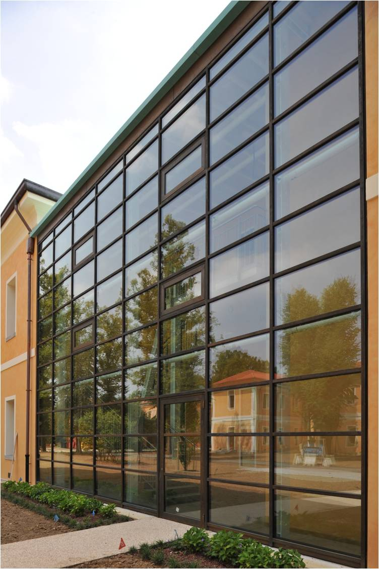 Thermally broken steel curtain wall by Brombal