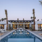 SPI Finestre's Alu Space aluminum windows and double-leaf pivot doors give comfort and brightness to this Mid Century style contemporary villa in Palm Springs