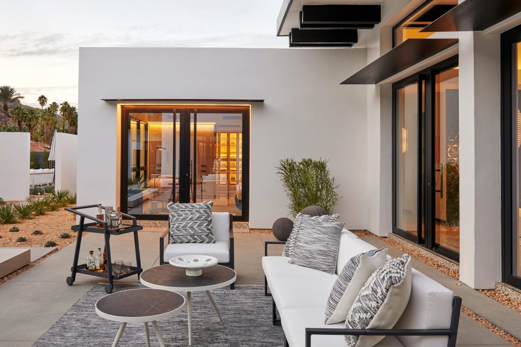 A Palm Springs villa constructed with elegant aluminum pivot doors by SPI Finestre