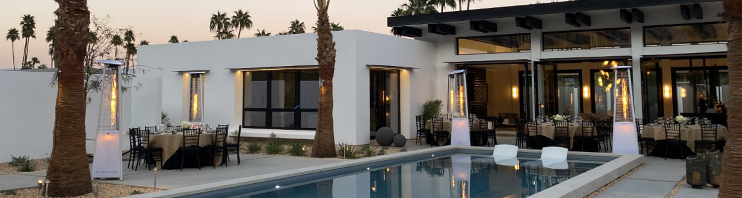 Alu Space large windows and double-leaf pivot doors are featured in this Mid Century style Palm Springs Villa