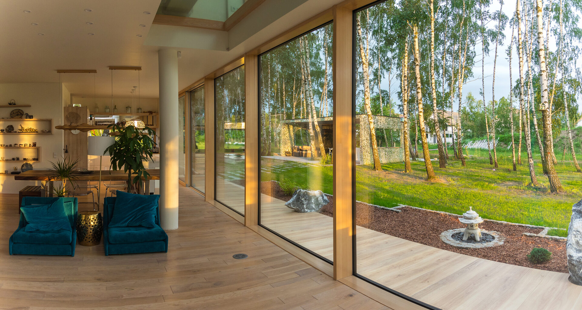 The back of this house features Pinus' Total Glass sliding door and windows