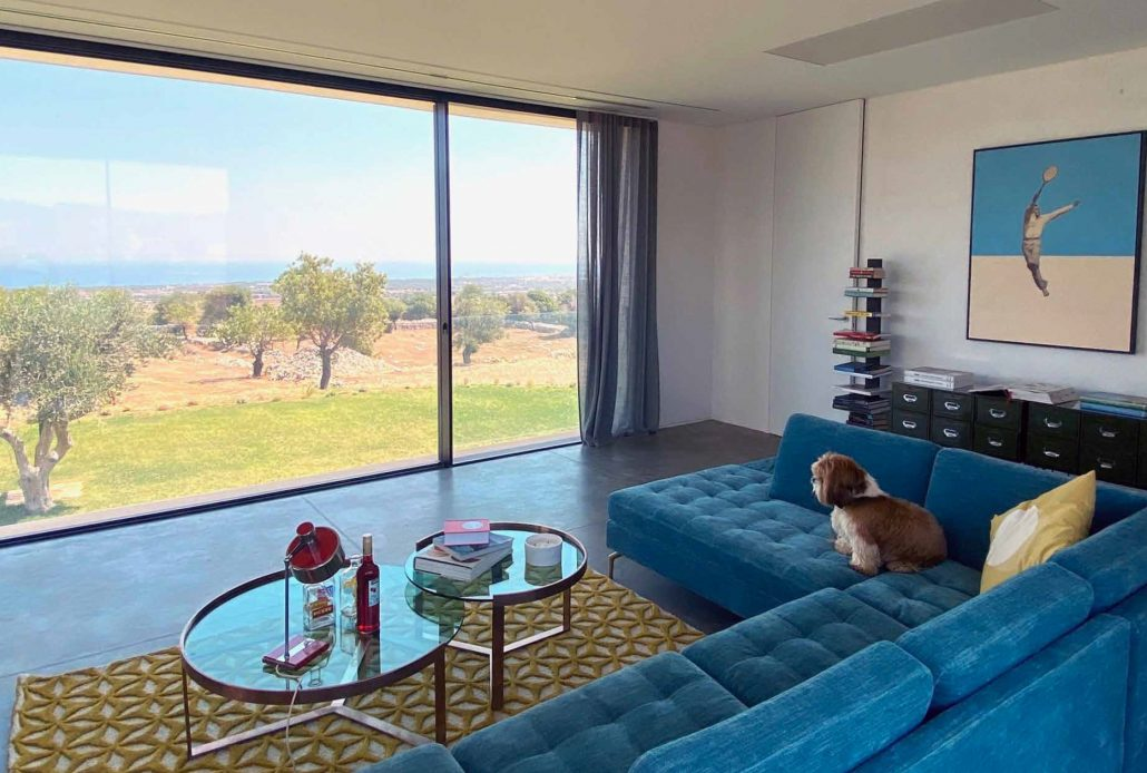 A minimal frame aluminum window and sliding door from Contempo Vista allows everyone to sit back and enjoy the magnificent views