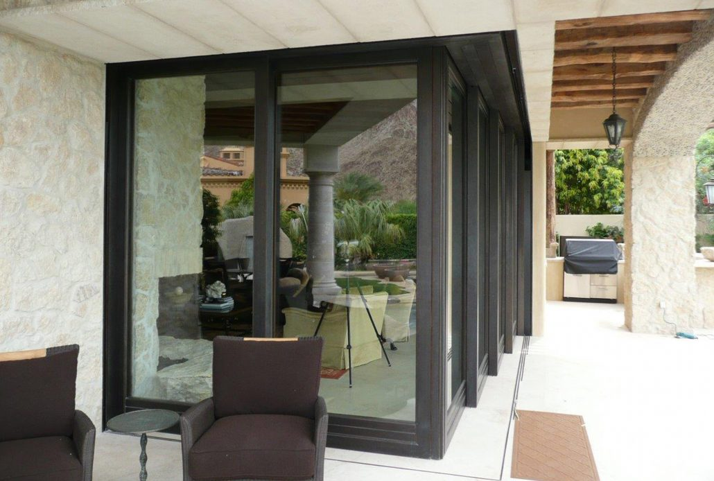 A corner meet bronze lift slide door system expands the entertaining space to the outdoor entertaining space