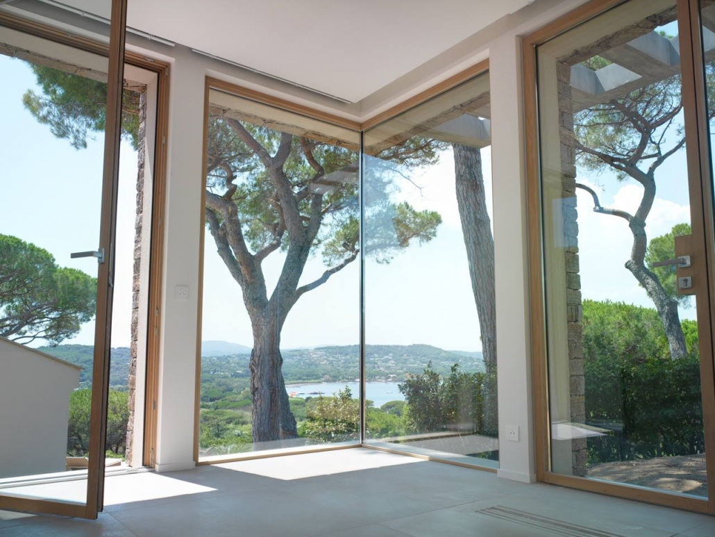 A minimal frame butt joint fixed window allows for unobstructed views of St. Tropez