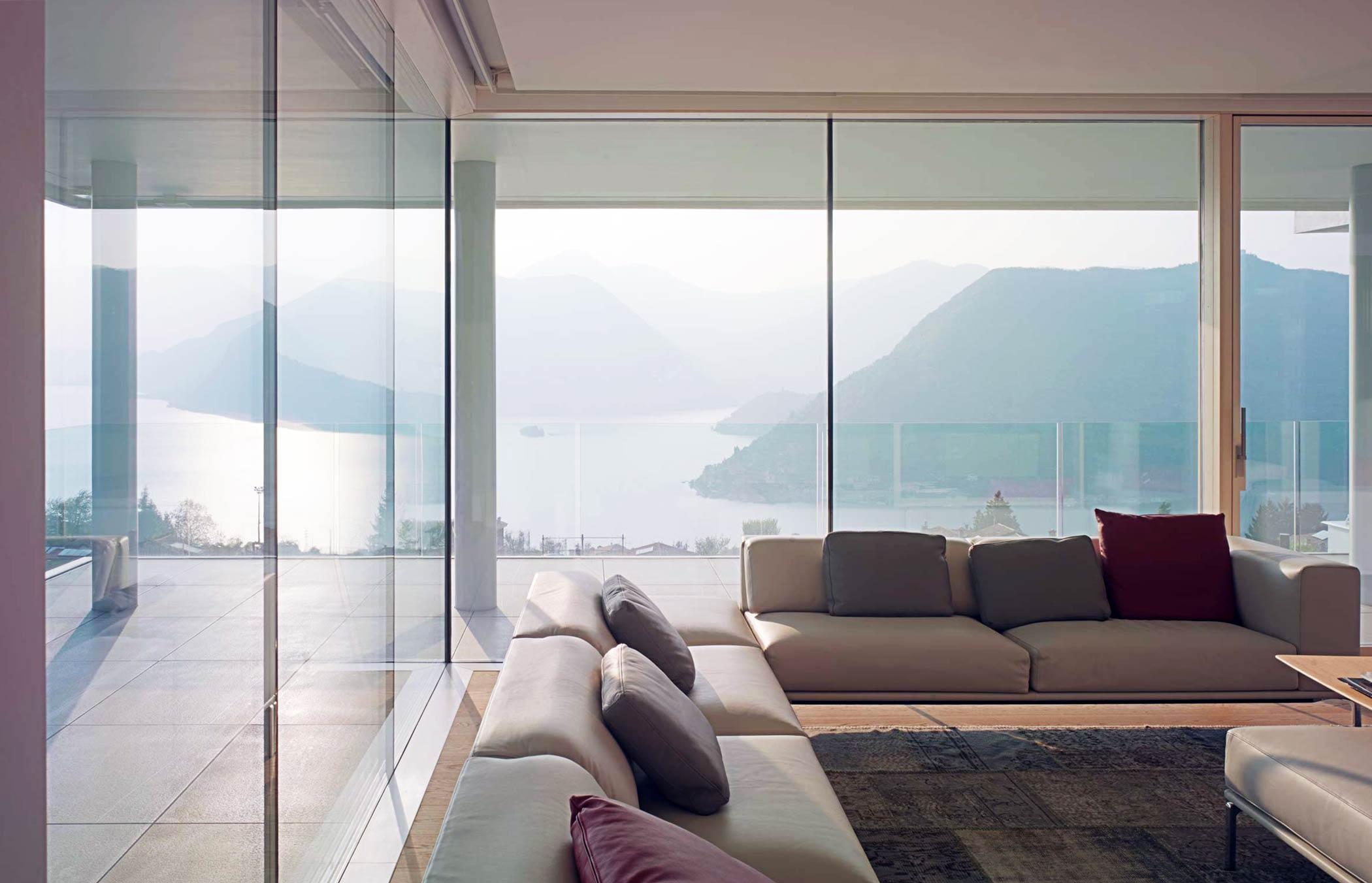 Skyline by Carminati minimal frame expansive windows
